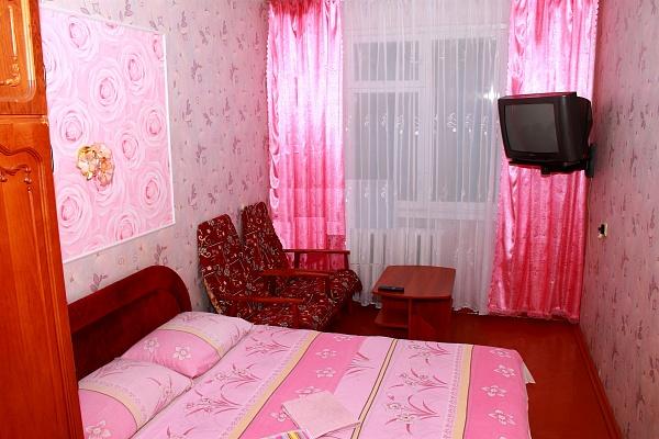 2-комнатная квартира посуточно в Чернигове. Деснянский район, ул. Летная (Красногвардейская), 3. Фото 1