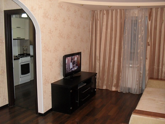 1-комнатная квартира посуточно в Донецке. Ленинский район, пр-т Ленинский, 4. Фото 1