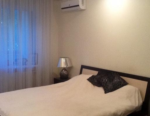 1-комнатная квартира посуточно в Одессе. Приморский район, ул. Дерибасовская, 13. Фото 1