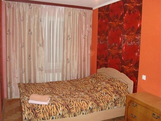 2-комнатная квартира посуточно в Киеве. Оболонский район, пр-т Оболонский, 14. Фото 1