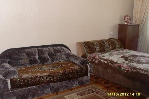 1-комнатная квартира посуточно в Севастополе. Ленинский район, пр-т Острякова, 38. Фото 1