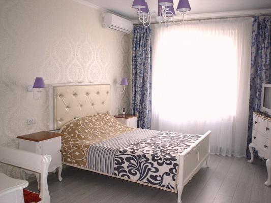 """1-комнатная квартира посуточно в Одессе. ЖК """"Радужный"""", 14. Фото 1"""