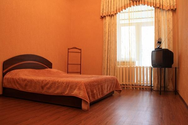 1-комнатная квартира посуточно в Днепропетровске. Кировский район, пр-т Д.Яворницкого (Карла Маркса), 109. Фото 1