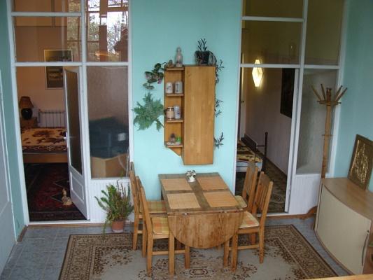 2-комнатная квартира посуточно в Ялте. ул. Среднеслободская, 34. Фото 1
