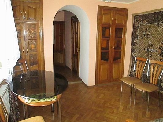 2-комнатная квартира посуточно в Евпатории. ул. Токарева, 9. Фото 1