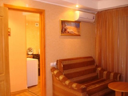 1-комнатная квартира посуточно в Запорожье. Орджоникидзевский район, ул. Гагарина, 1. Фото 1