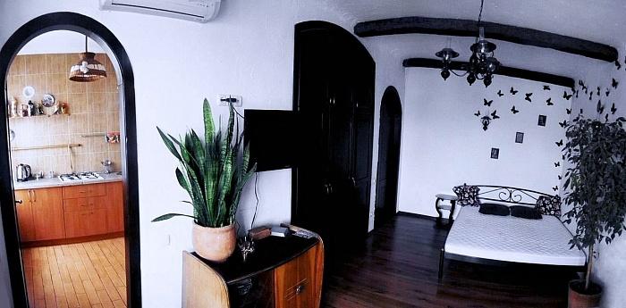 1-комнатная квартира посуточно в Днепропетровске. Индустриальный район, пр-т Слобожанский (Газеты Правда), 98. Фото 1