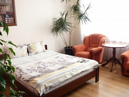 1-комнатная квартира посуточно в Киеве. Дарницкий район, ул. Гришка, 9. Фото 1
