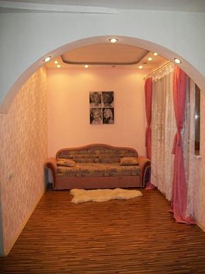 2-комнатная квартира посуточно в Запорожье. Ленинский район, ул.40Лет Сов.Украины, 31. Фото 1