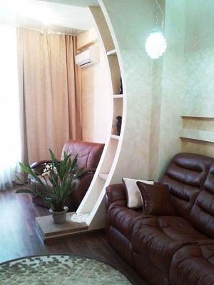 2-комнатная квартира посуточно в Одессе. Приморский район, ул. Армейская, 8-Г. Фото 1
