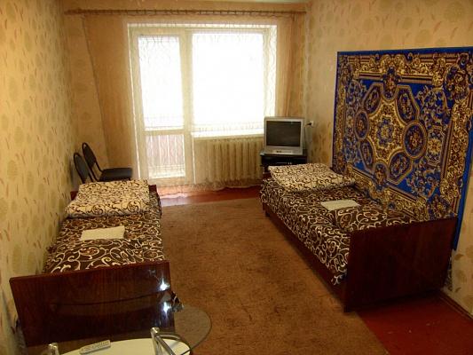 1-комнатная квартира посуточно в Славянске. ул. Юных Коммунаров, 60. Фото 1