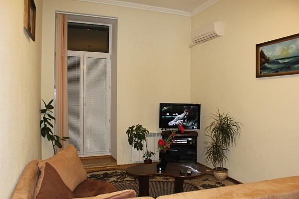 2-комнатная квартира посуточно в Киеве. Шевченковский район, Артема, 10. Фото 1