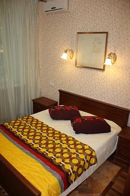 2-комнатная квартира посуточно в Одессе. Приморский район, пр-т Шевченко, 11. Фото 1