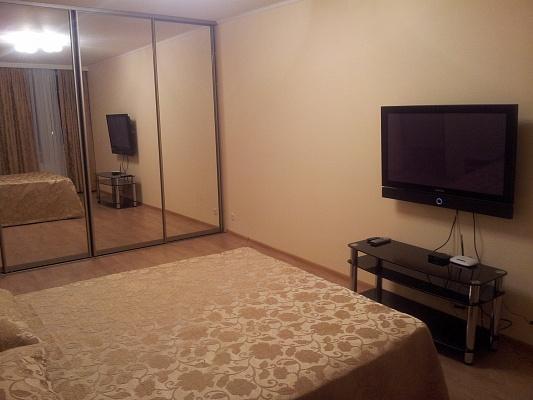 1-комнатная квартира посуточно в Киеве. Дарницкий район, ул. Анны Ахматовой, 30. Фото 1