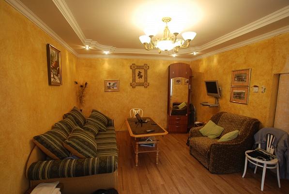 3-комнатная квартира посуточно в Ялте. ул. Руданского, 9. Фото 1
