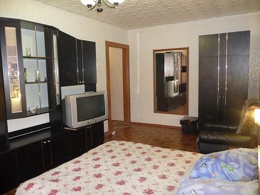 1-комнатная квартира посуточно в Кривом Роге. Долгинцевский район, ул. Постышева, 39. Фото 1