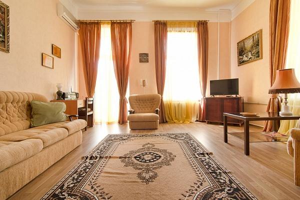 1-комнатная квартира посуточно в Одессе. Приморский район, пер. Красный, 7Б. Фото 1