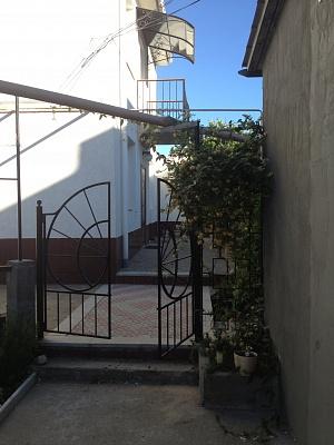 Дом  посуточно в Севастополе. Гагаринский район, ул. Камышовая, 2. Фото 1