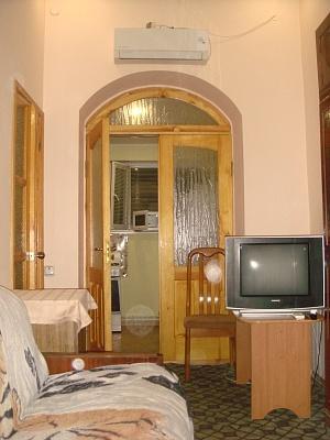 1-комнатная квартира посуточно в Ялте. ул. Котельникова , 6. Фото 1