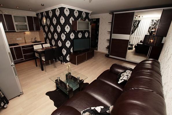 2-комнатная квартира посуточно в Днепропетровске. Бабушкинский район, пр-т Гагарина, 102. Фото 1