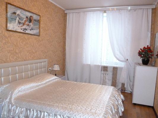 2-комнатная квартира посуточно в Кривом Роге. Саксаганский район, пр-т Гагарина, 31. Фото 1