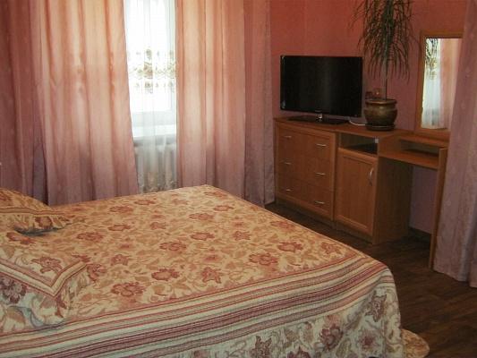 2-комнатная квартира посуточно в Севастополе. Ленинский район, ул. Ленина, 32. Фото 1