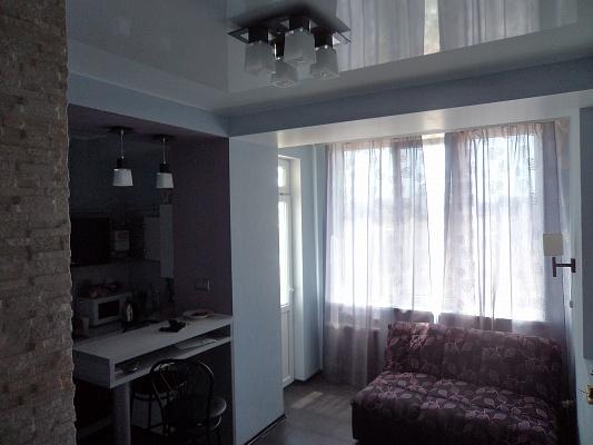 2-комнатная квартира посуточно в Севастополе. Гагаринский район, ул. Челнокова, 12. Фото 1