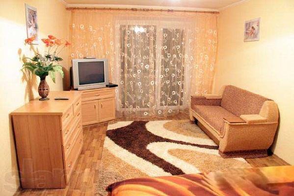 2-комнатная квартира посуточно в Первомайске. ул. Грушевского, 19. Фото 1