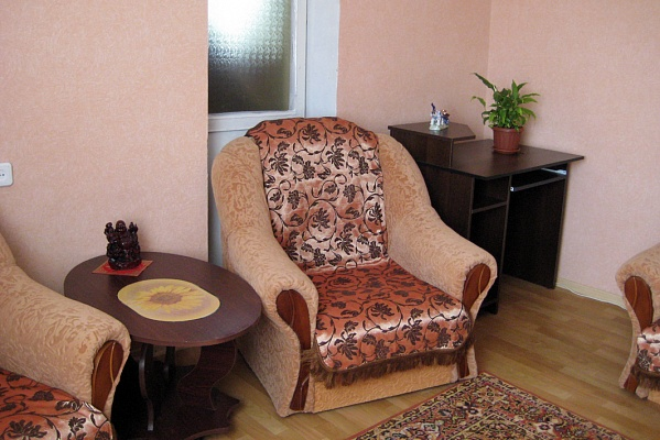 2-комнатная квартира посуточно в Феодосии. ул. Украинская, 46. Фото 1