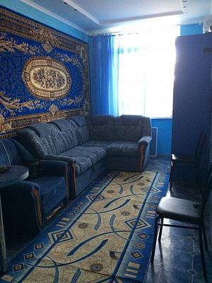 1-комнатная квартира посуточно в Железном Порту. ул. Школьная, 2. Фото 1
