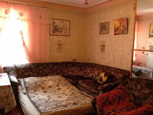 2-комнатная квартира посуточно в Феодосии. ул. Революционная, 12. Фото 1