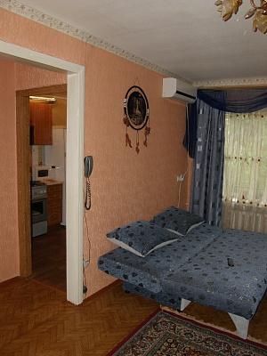 1-комнатная квартира посуточно в Донецке. Калининский район, ул. Герцена, 65. Фото 1