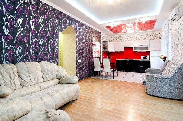 3-комнатная квартира посуточно в Донецке. Ворошиловский район, ул. Щорса, 43. Фото 1