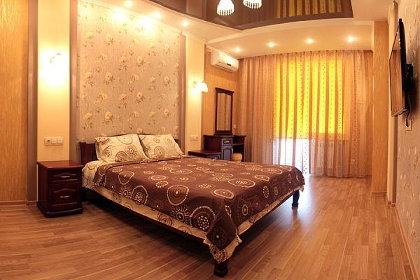 2-комнатная квартира посуточно в Полтаве. Октябрьский район, ул. Ляхова, 12а. Фото 1
