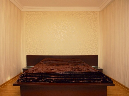 3-комнатная квартира посуточно в Киеве. Дарницкий район, ул. Срибнокильская, 20. Фото 1