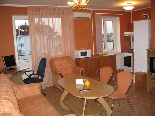 3-комнатная квартира посуточно в Севастополе. Ленинский район, ул. Адм.Октябрьского, 14. Фото 1