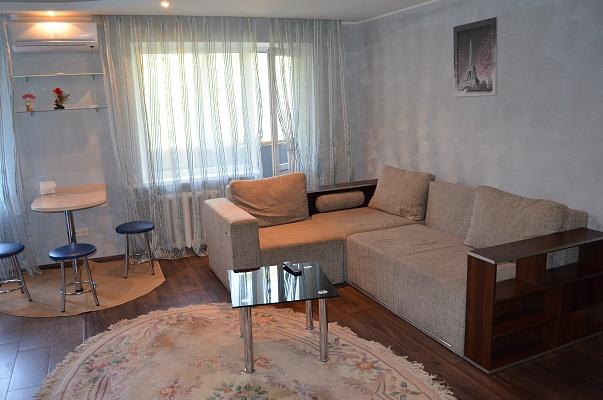 2-комнатная квартира посуточно в Днепропетровске. Октябрьский район, Запорожское шоссе, 5. Фото 1