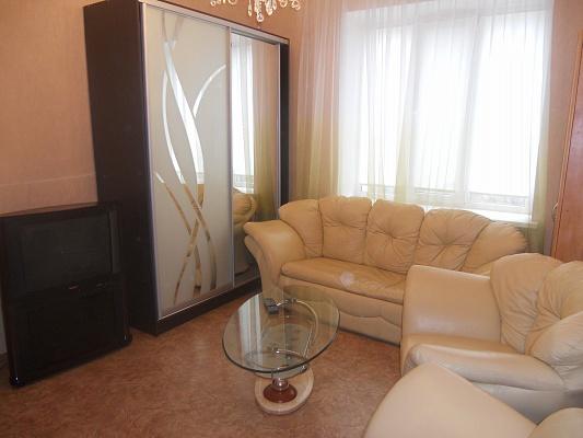 1-комнатная квартира посуточно в Луганске. Ленинский район, пл. героев ВОВ, 8. Фото 1