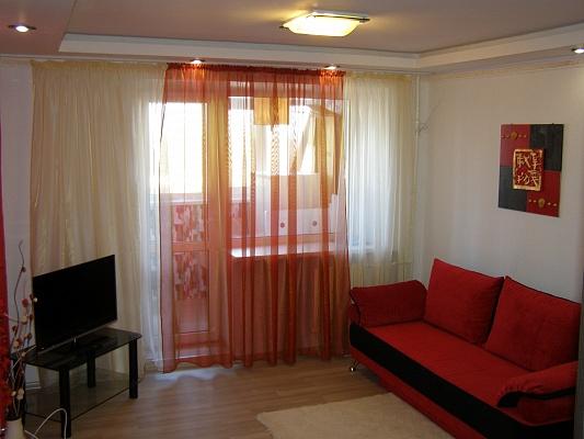 1-комнатная квартира посуточно в Мариуполе. пр-т Строителей, 105. Фото 1