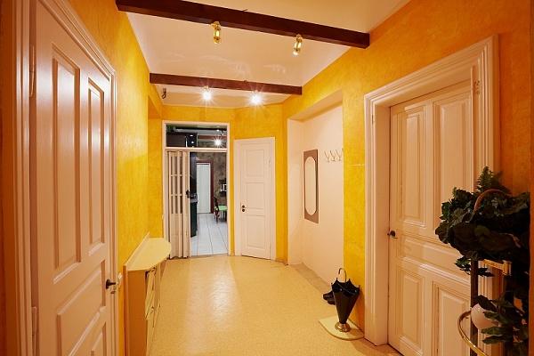 3-комнатная квартира посуточно в Львове. Галицкий район, ул. Кобылянской, 4. Фото 1