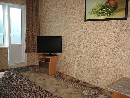 2-комнатная квартира посуточно в Керчи. ул. Всесоюзная, 5. Фото 1