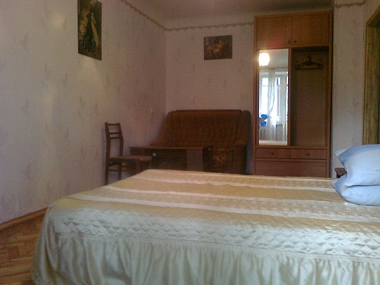 1-комнатная квартира посуточно в Мелитополе. ул. Казарцева, 6. Фото 1