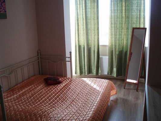 2-комнатная квартира посуточно в Киеве. Шевченковский район, ул. Жилянская, 118. Фото 1