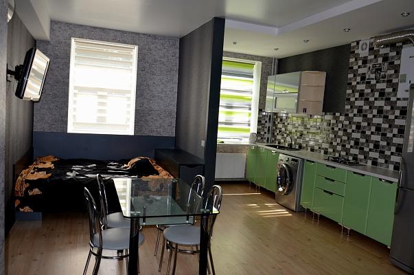 2-комнатная квартира посуточно в Чернигове. Деснянский район, проспект Мира, 29. Фото 1