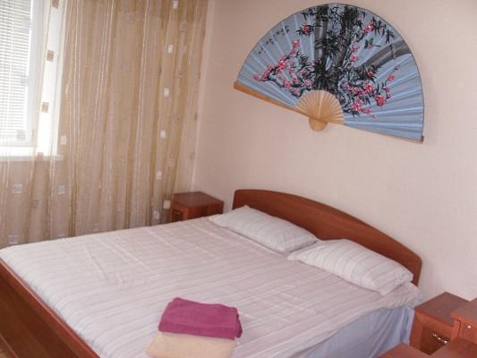 2-комнатная квартира посуточно в Ровно. ул. Киквидзе, 24. Фото 1