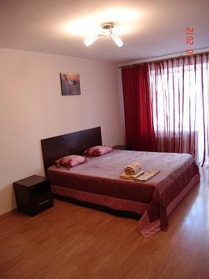 2-комнатная квартира посуточно в Запорожье. Орджоникидзевский район, ул. Гагарина, 6. Фото 1