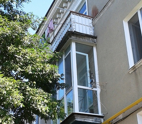 1-комнатная квартира посуточно в Бердянске. ул. Розы Люксембург , 57. Фото 1