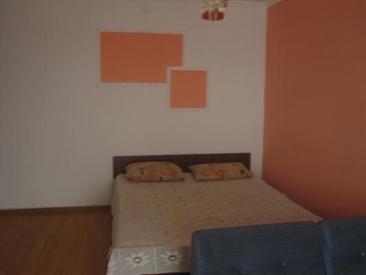 1-комнатная квартира посуточно в Бердянске. Горького, 45. Фото 1