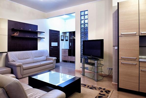 2-комнатная квартира посуточно в Донецке. Ворошиловский район, ул. Щорса, 2а. Фото 1