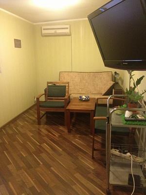 1-комнатная квартира посуточно в Киеве. Днепровский район, ул. Запорожца Петра, 10. Фото 1